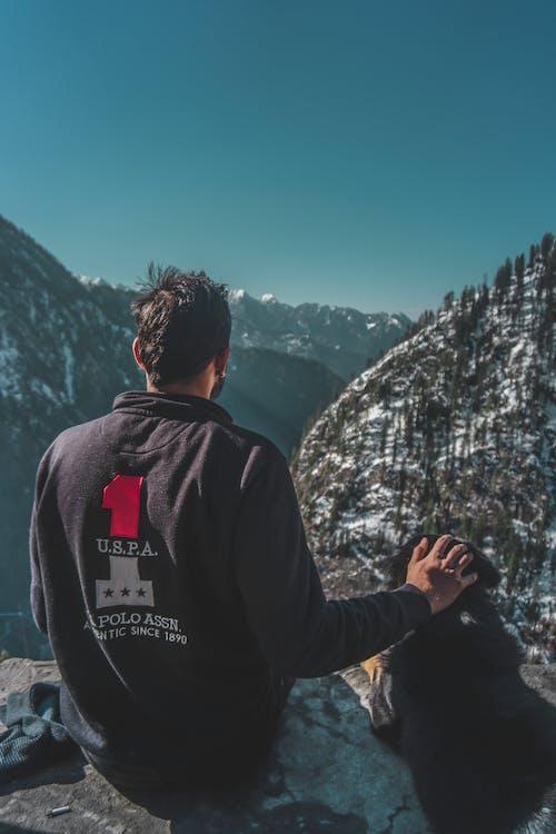 Fotobanka sbezplatnými fotkami na tému cestovateľ, cliff edge, dobrodruh, dobrodružstvo
