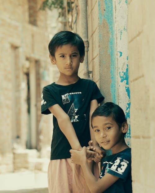 Безкоштовне стокове фото на тему «єднання, брати, веселий, вираз обличчя»