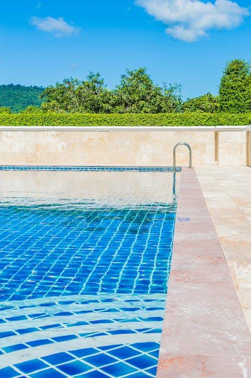 Kostenloses Stock Foto zu baden, badeort, bäume, blau