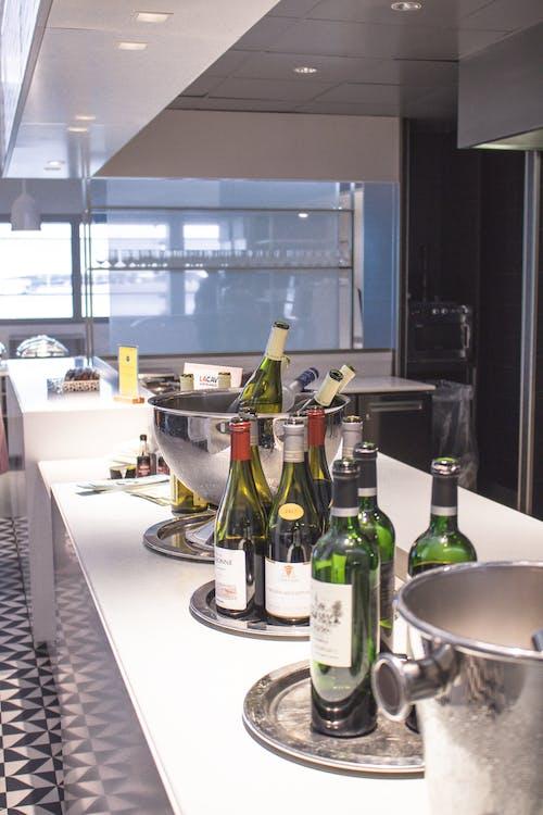 Darmowe zdjęcie z galerii z białe wino, czerwone wino, hol, kieliszek szampana