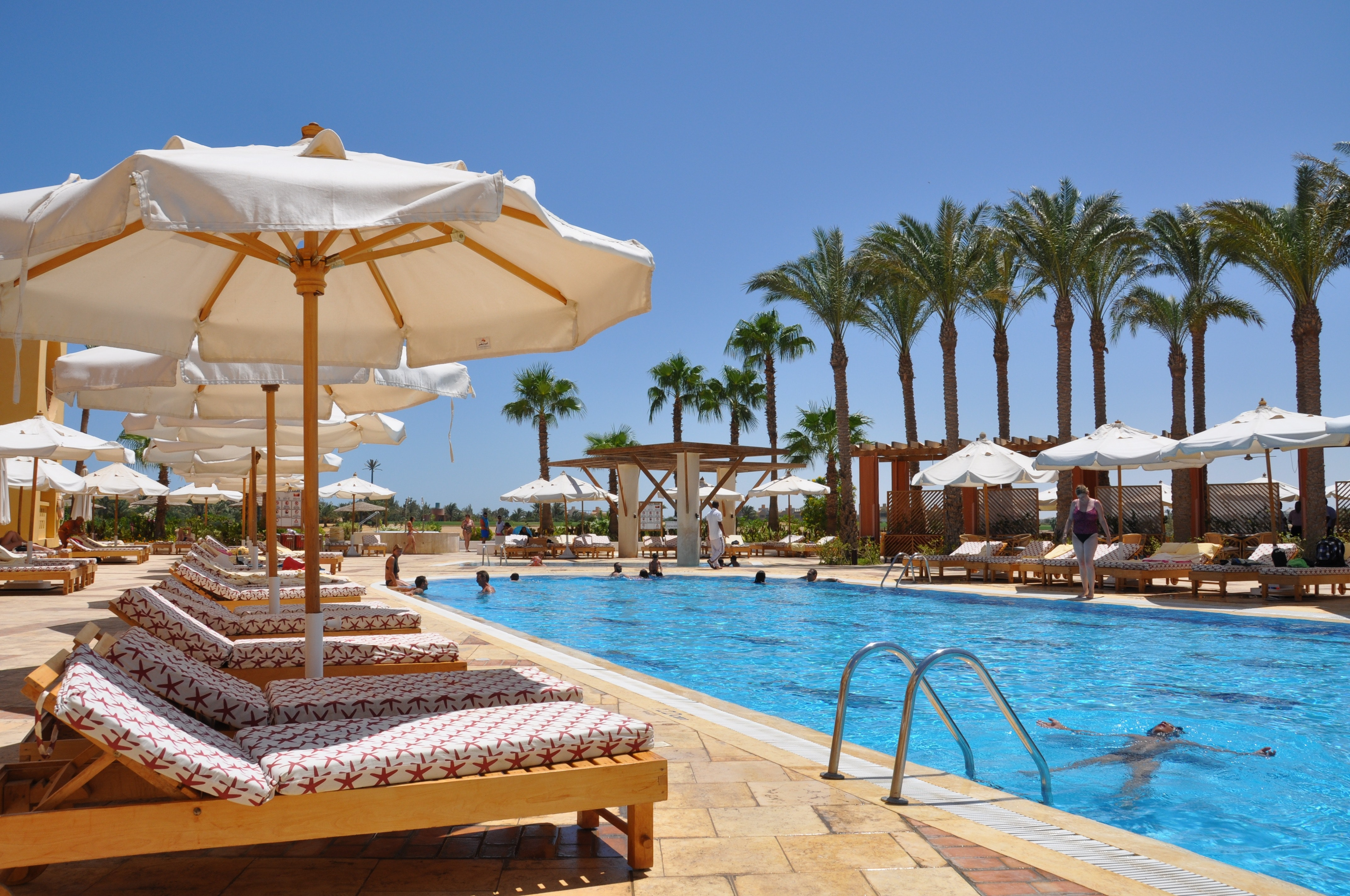 Free stock photo of holiday parasol pool for Holiday inn with swimming pool
