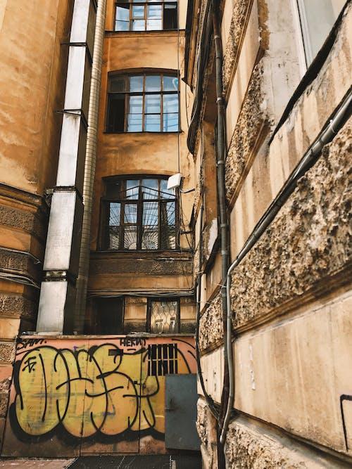 Foto d'estoc gratuïta de a l'aire lliure, abandonat, apartament, arquitectura