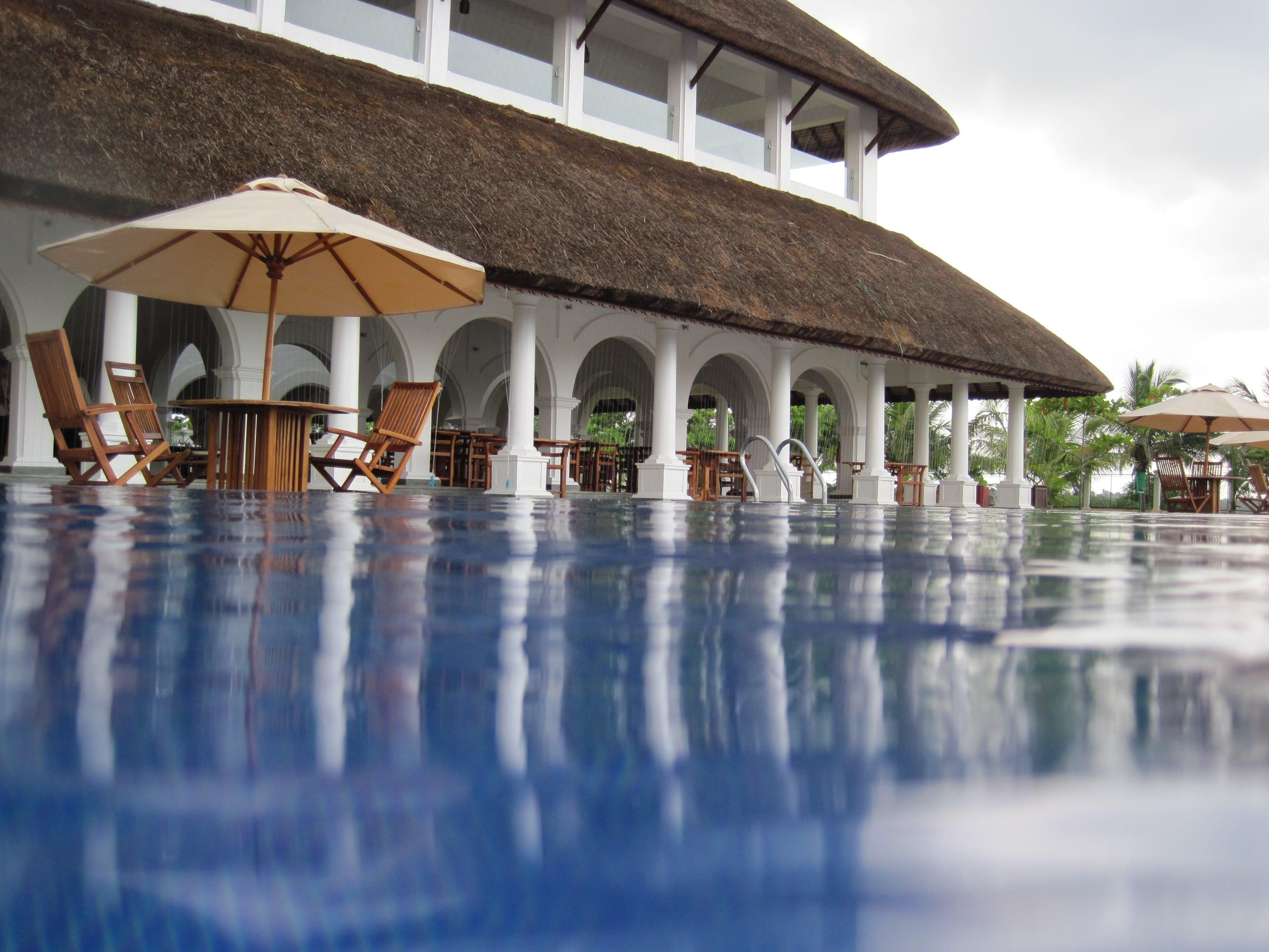 Immagine gratuita di acqua, architettura, bordo piscina, hotel