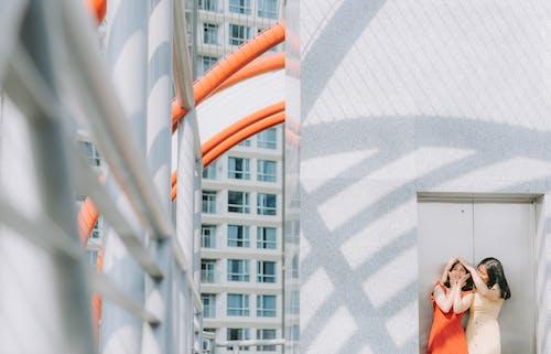 Kostenloses Stock Foto zu architektur, architekturdesign, asiatische frauen, außen