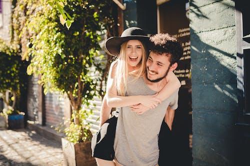 Foto profissional grátis de amor, casal, diversão, homem
