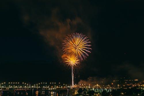 Foto d'estoc gratuïta de celebració, espurnes, exhibició de focs artificials, Festival