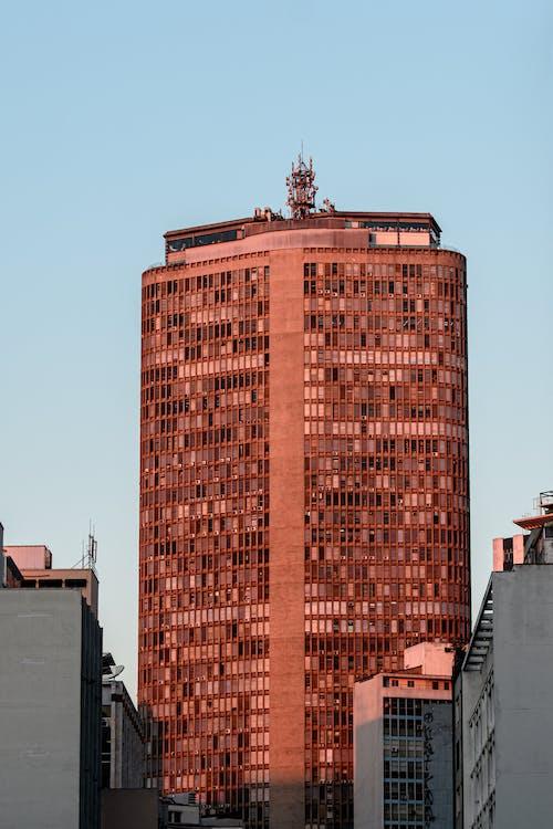 Foto d'estoc gratuïta de arquitectura, cel clar, edifici, edifici alt