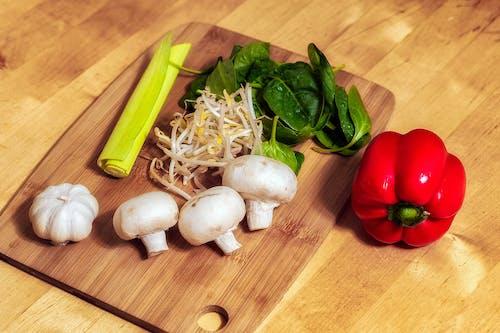 Бесплатное стоковое фото с грибы, еда, лук-порей, овощи