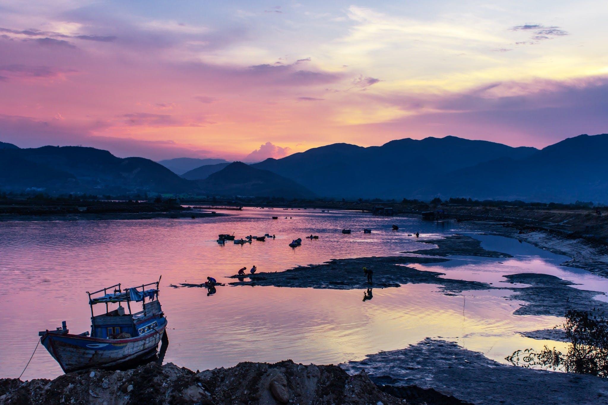 Gratis lagerfoto af båd, bjerge, himmel, landskab