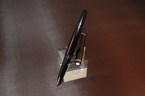 Immagine gratuita di inchiostro, natura morta, penna, penna stilografica