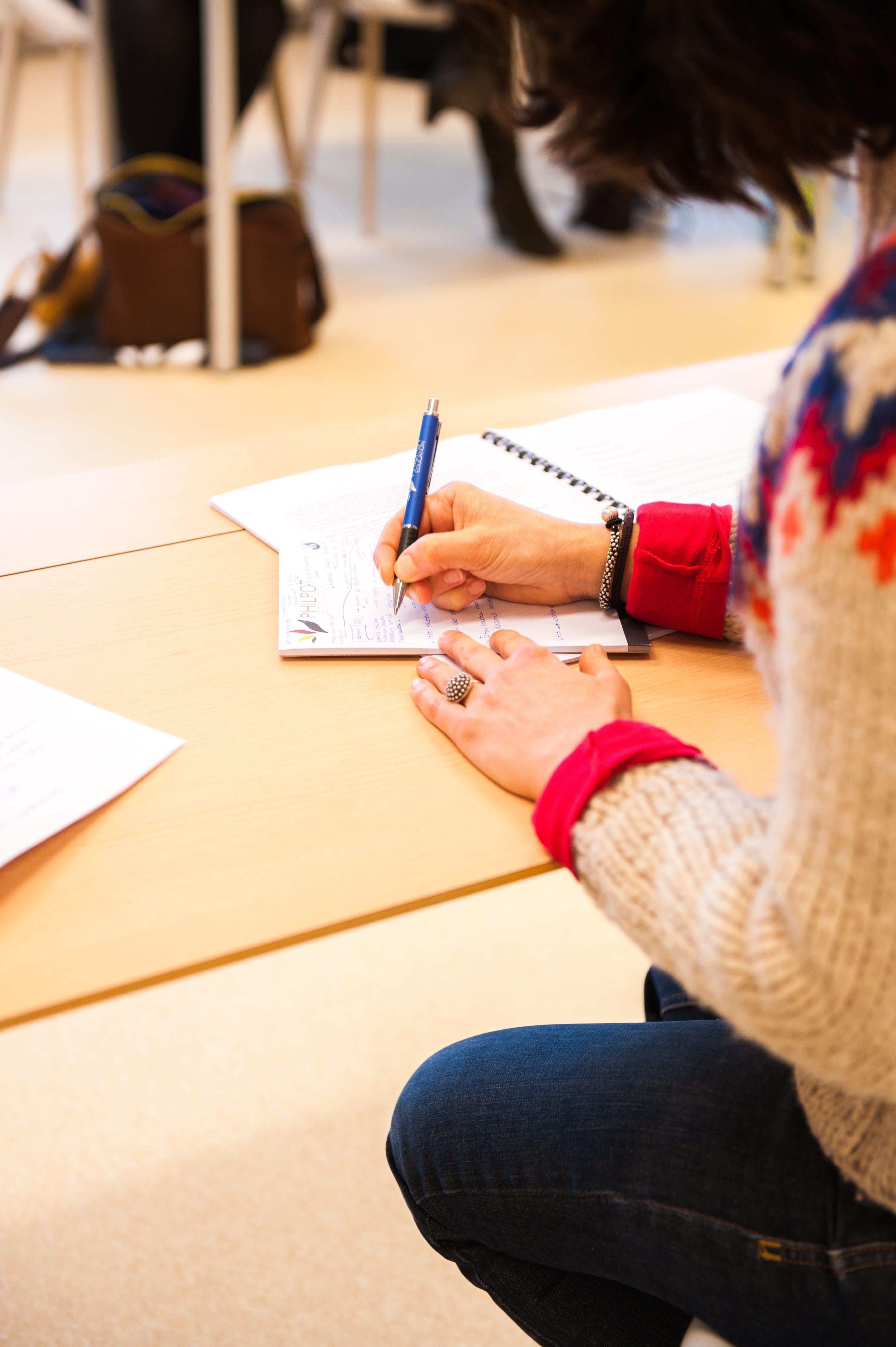 Gratis arkivbilde med barn, blyant, elev, høyskole