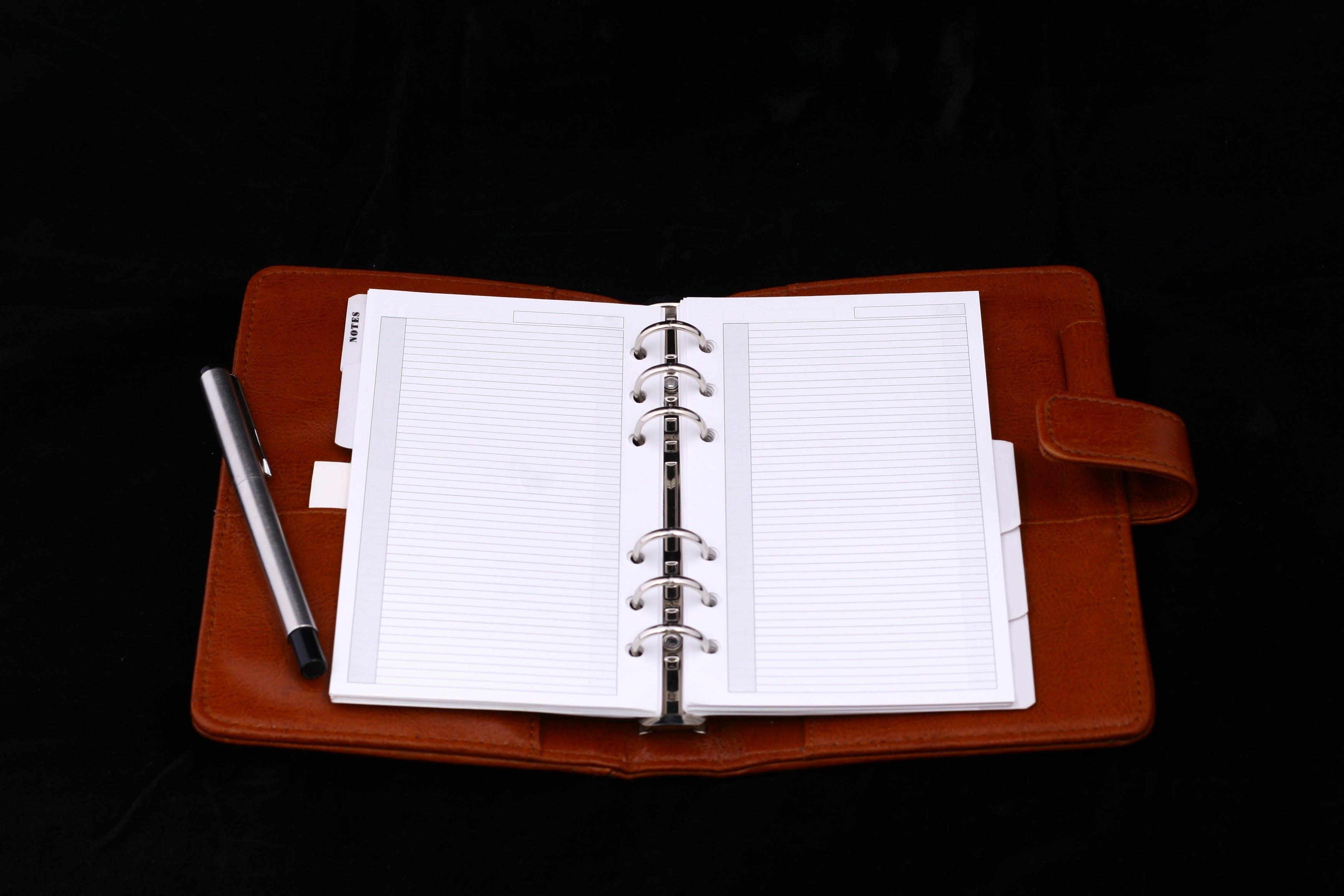 Foto d'estoc gratuïta de agenda, boli, en blanc, llibreta