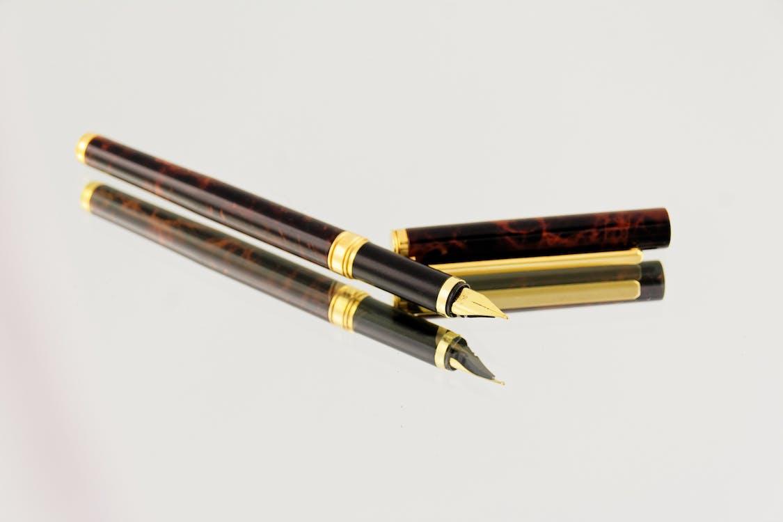 federhalter, füller, reflektierung