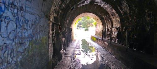 Foto d'estoc gratuïta de pluja, túnel