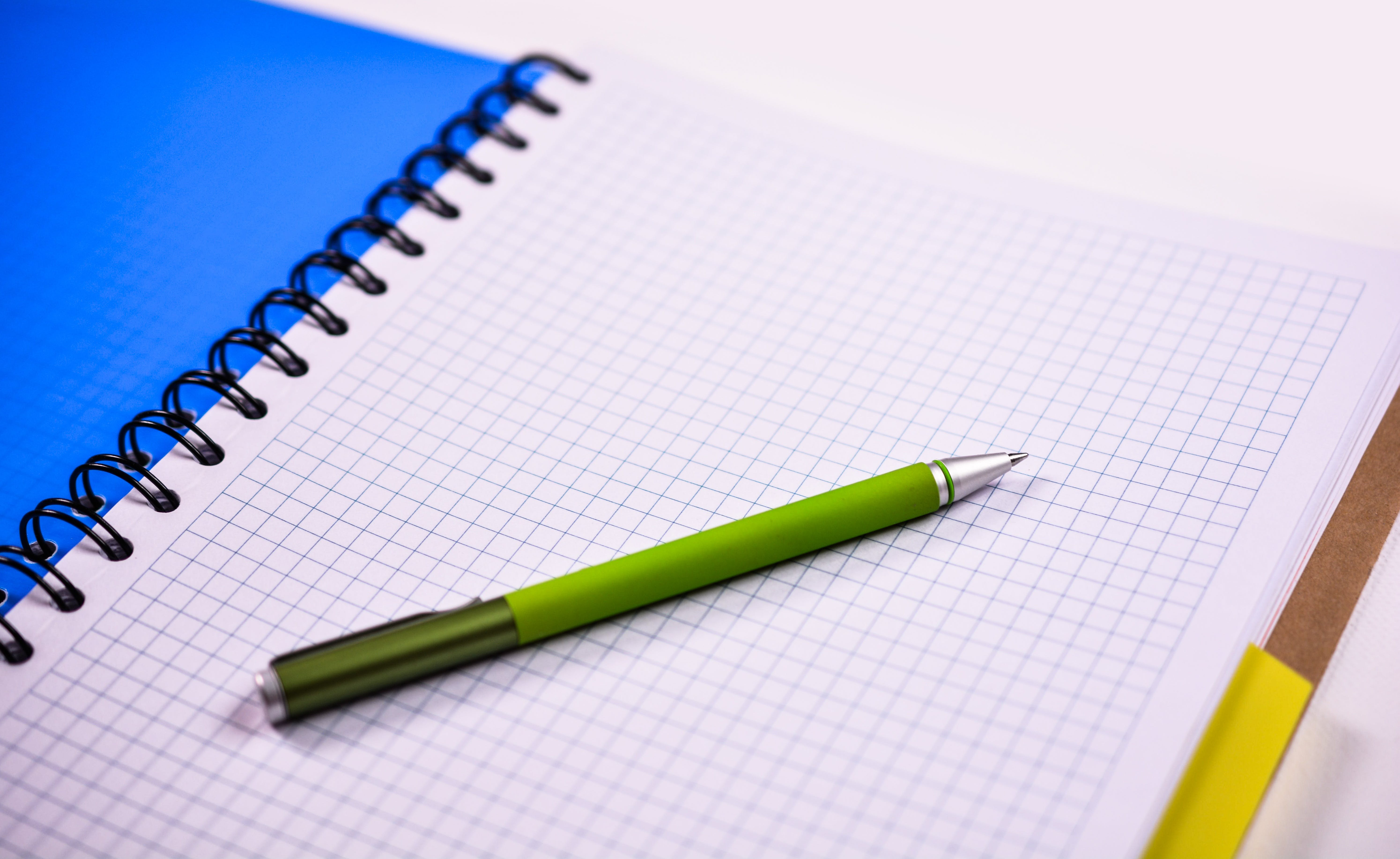 Бесплатное стоковое фото с блокнот, ручка, страница