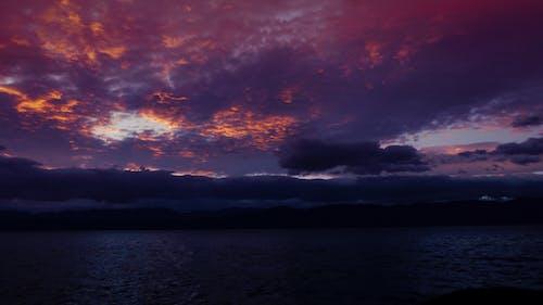 Fotobanka sbezplatnými fotkami na tému búrka, červená, hory, jazero