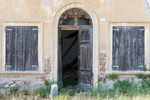 Ingyenes stockfotó ablakredőnyök, ajtó, fa ablakok, faajtó témában