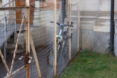 Foto d'estoc gratuïta de bici, malla metàl·lica, òxid, porta
