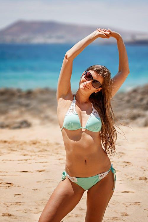 Gratis lagerfoto af bikini, hav, kvinde, langt hår