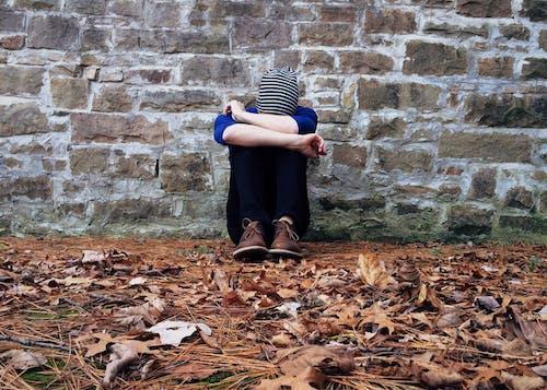 Ingyenes stockfotó álló kép, boldogtalan, bújik, depresszió témában