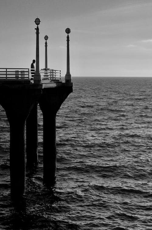 Photos gratuites de bord de mer, californie, homme à l'océan, jetée