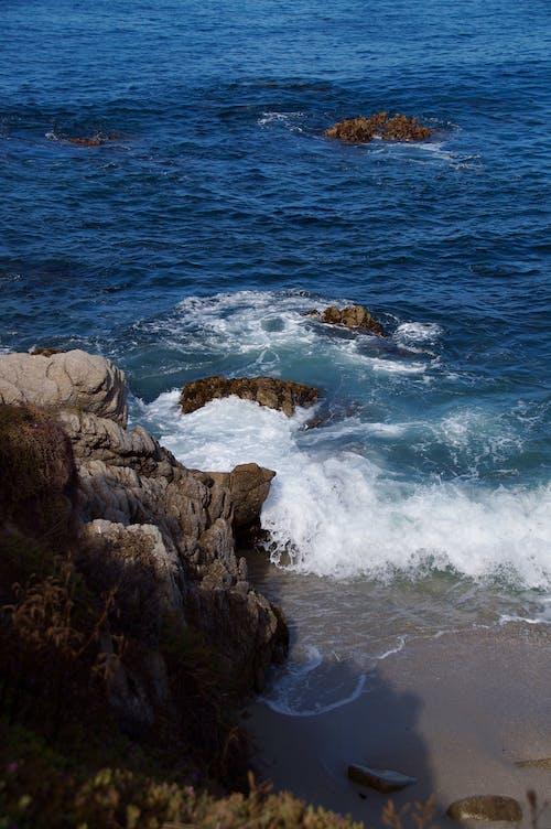 Photos gratuites de bleu, cailloux, côte rocailleuse, eau