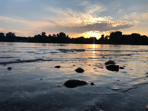 Ilmainen kuvapankkikuva tunnisteilla duna, joki, kesä, laiva
