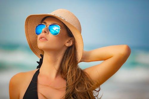 Základová fotografie zdarma na téma bikini, brýle, dlouhé vlasy, fotomodel/ka