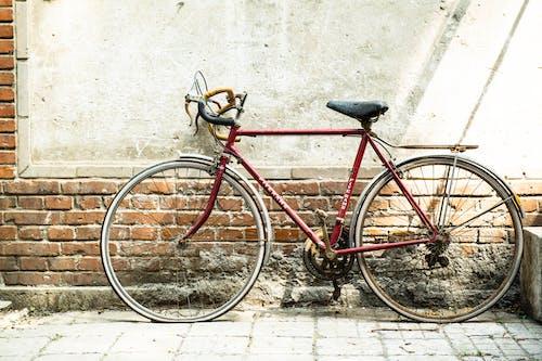 Foto d'estoc gratuïta de bici, mur, sistema de transport