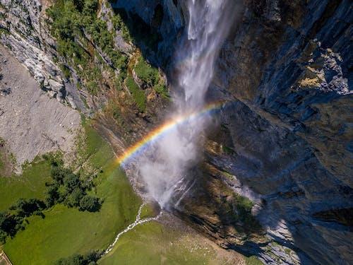 劳特布龙嫩, 瀑布, 無人機攝影, 瑞士 的 免费素材照片