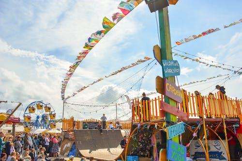 Kostenloses Stock Foto zu entertainment, fahnen, festival, karneval
