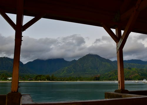 Immagine gratuita di alba, baia di hanalei, kauai, montagne