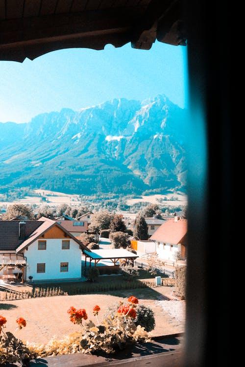 Безкоштовне стокове фото на тему «безтурботний, будівлі, вид, гірський хребет»