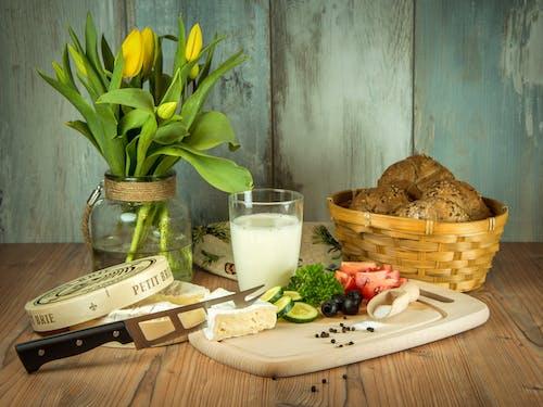 Gratis lagerfoto af blomster, brød, mad, ost