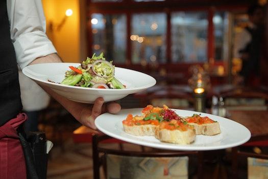 Kostenloses Stock Foto zu essen, teller, salat, restaurant
