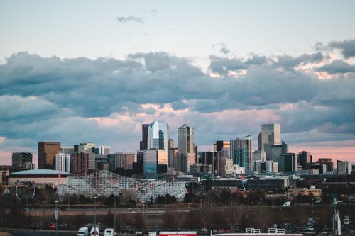 Immagine gratuita di centro città, cieli nuvolosi, città, cloud