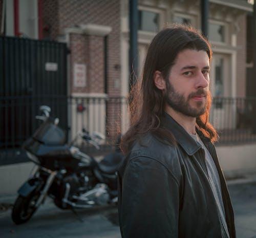 人, 城市, 摩托車, 有胡子的人 的 免费素材照片
