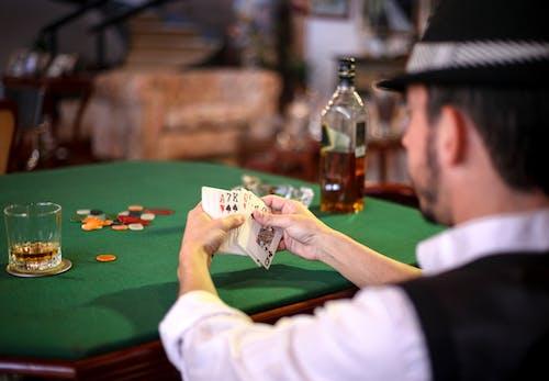 インドア, おとこ, カジノ, ギャンブラーの無料の写真素材