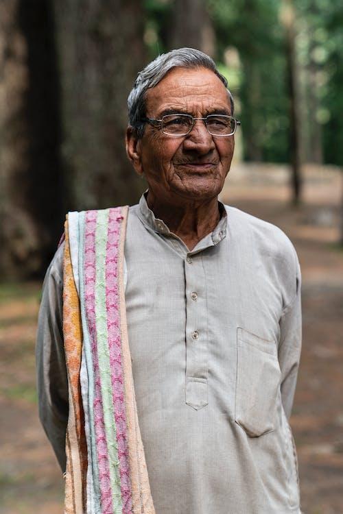 Δωρεάν στοκ φωτογραφιών με άνδρας, γέρος, όρθιος, σολάρισμα