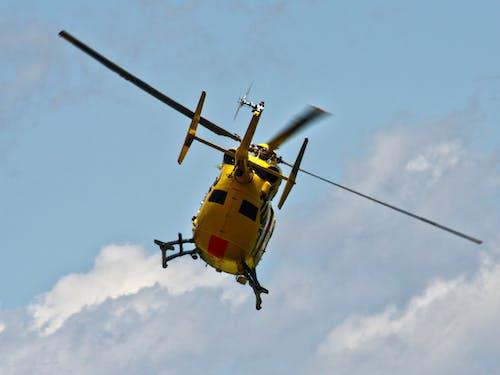 Darmowe zdjęcie z galerii z helikopter, helikopter ratowniczy, kółka, lot