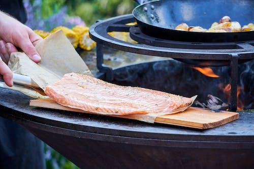 Foto profissional grátis de alimentação, alimento, carne, churrasco