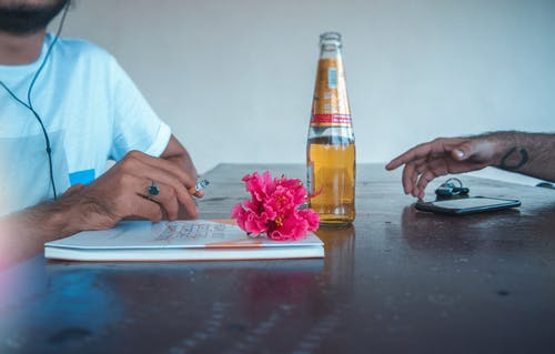 Бесплатное стоковое фото с алкоголь, бутылка, голубой, красивая