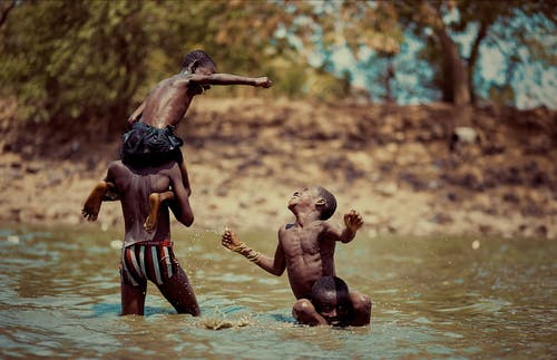 レクリエーション, 一緒, 上半身裸, 子供の無料の写真素材