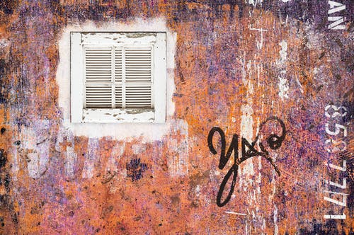 Free stock photo of building exterior, graffiti, old window
