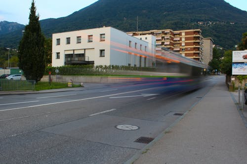 Foto d'estoc gratuïta de autobús, capvespre, parada d'autobús, sol de vespre
