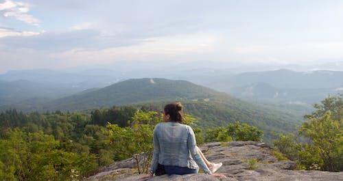 Gratis stockfoto met bergen, blauwe rand, dromerig, mevrouw