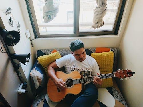 Foto stok gratis gitar, gitar akustik, man bermain guitar