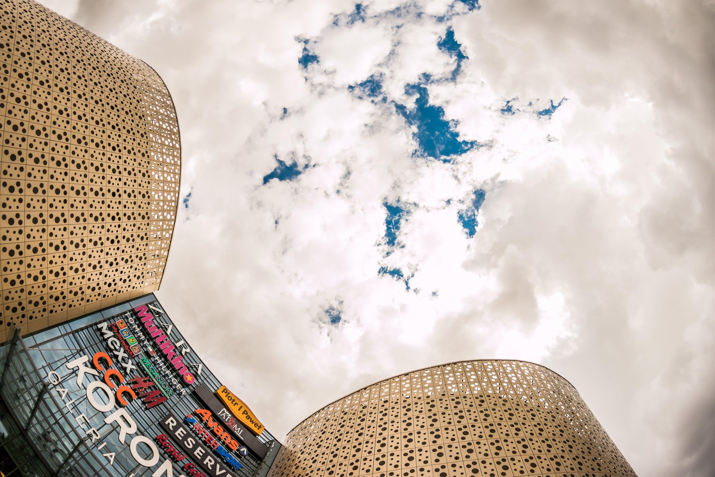 Kostenloses Stock Foto zu abstrakt, architektur, bewölkter himmel, business