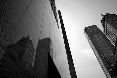 Δωρεάν στοκ φωτογραφιών με αντανάκλαση, αρχιτεκτονική, ασπρόμαυρο, αστικός