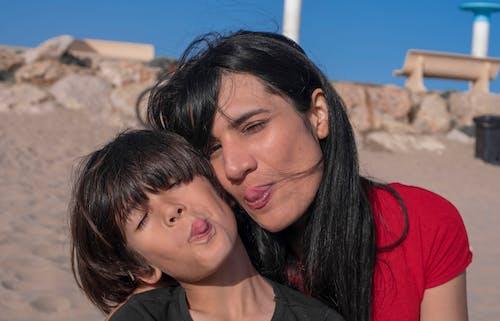 Безкоштовне стокове фото на тему «madre e hijo, мати і дитина, мати і син, пляж»